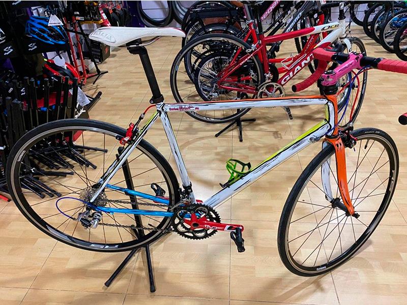 bici-carretera-pintada-a-mano